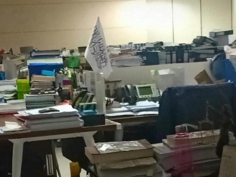 Bendera Khilafah Di Meja Kerja KPK, Bukti Apalagi Yang Patut Didustakan?